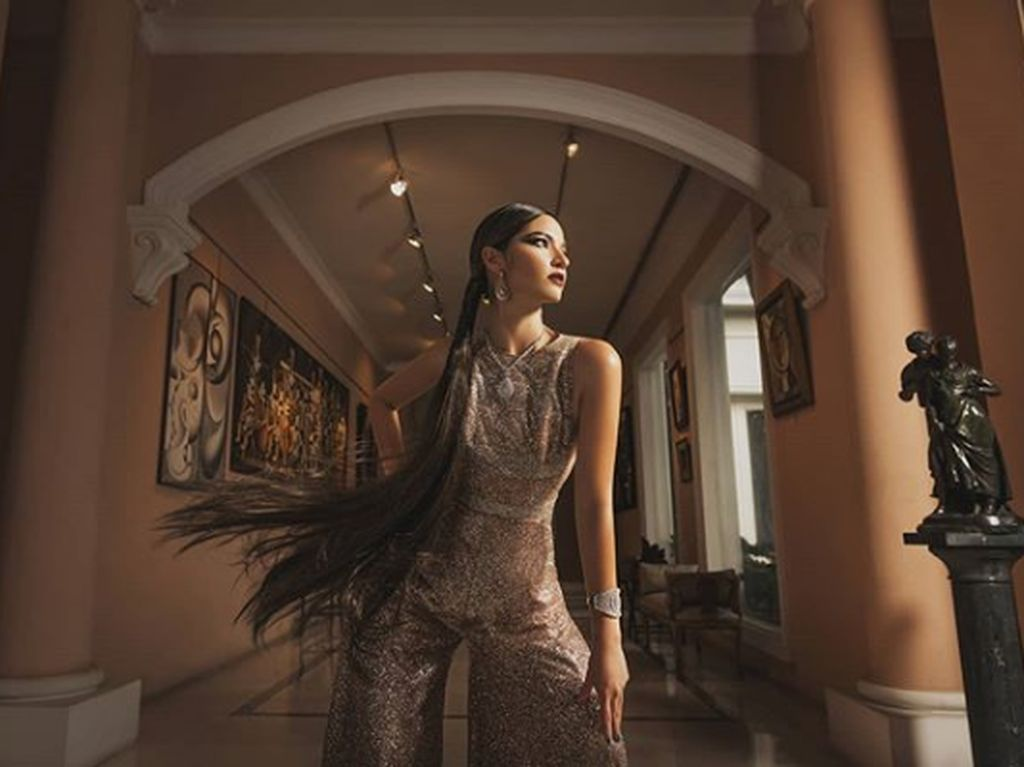 Penampilan Nia Ramadhani Bak Barbie Rusia, Makeup Cetar & Rambut Rapunzel