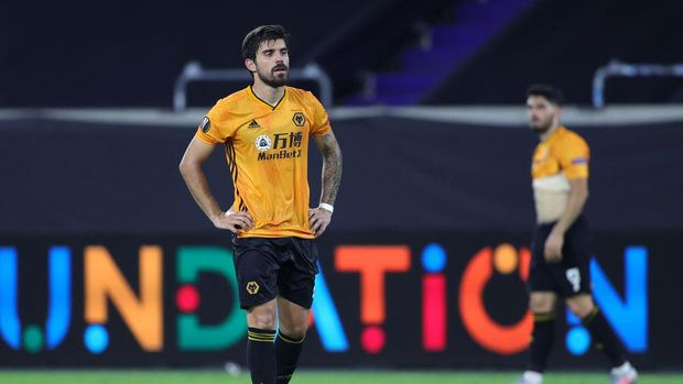DUISBURG, GERMANY - AUGUST 11: Ruben Neves of Wolverhampton Wanderers looks dejected following the UEFA Europa League Quarter Final between Wolves and Sevilla at MSV Arena on August 11, 2020 in Duisburg, Germany. (Photo by Friedemann Vogel/Pool via Getty Images)