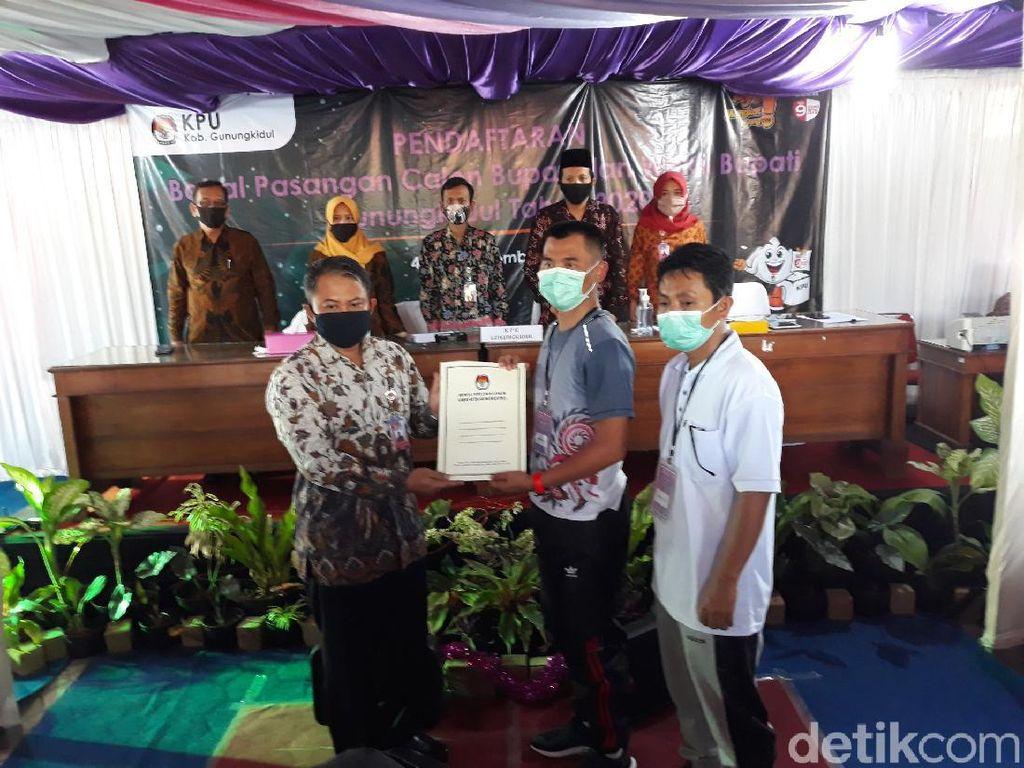 Berlari Menuju KPU, Anggota TNI Ini Daftar Calon Bupati Gunungkidul