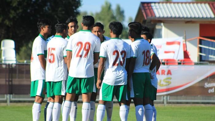Timnas Indonesia U-19 saat ditundukkan Bulgaria 0-3.