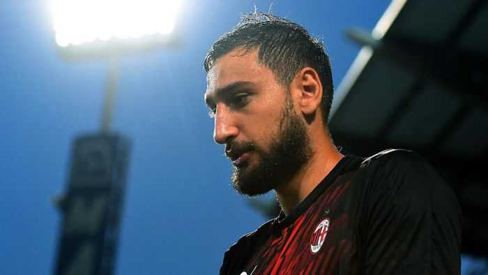 REGGIO NELLEMILIA, ITALY - JULY 21: Gianluigi Donnarumma of AC Milan looks on during the Serie A match between US Sassuolo and AC Milan at Mapei Stadium - Città del Tricolore on July 21, 2020 in Reggio nellEmilia, Italy. (Photo by Alessandro Sabattini/Getty Images)