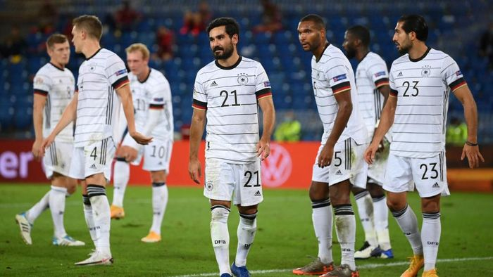 BASEL, SWITZERLAND - SEPTEMBER 06: Ilkay Guendogan (C) of Germany and teammates react during the UEFA Nations League group stage match between Switzerland and Germany at St. Jakob-Park on September 06, 2020 in Basel, Switzerland. (Photo by Matthias Hangst/Getty Images)