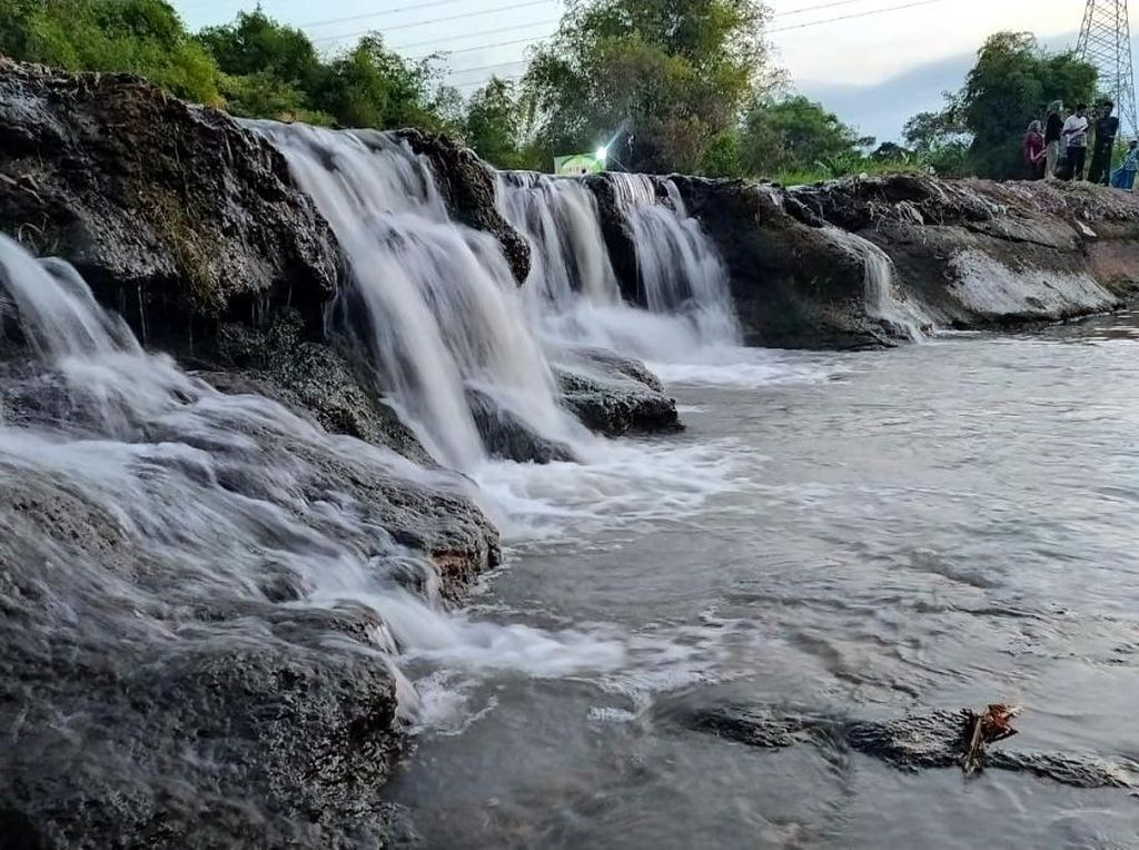 Air Terjun Mini yang Lagi Ngehits di Pasuruan