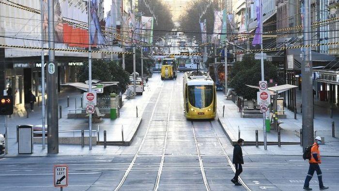 Covid-19 Australia: Melbourne perpanjang karantina wilayah, meski ratusan warga demo menolak