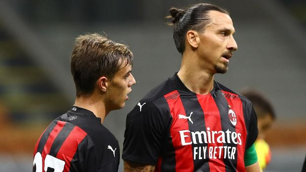 MILAN, ITALY - SEPTEMBER 05:  Daniel Maldini of AC Milan celebrates his goal with his team-mate Zlatan Ibrahimovic during the pre-season friendly match between AC Milan and Monza at Stadio Giuseppe Meazza on September 5, 2020 in Milan, Italy.  (Photo by Marco Luzzani/Getty Images)