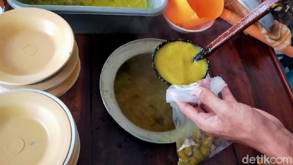 Foto: Lezatnya Empal Gentong Cirebon di Restoran Legendaris