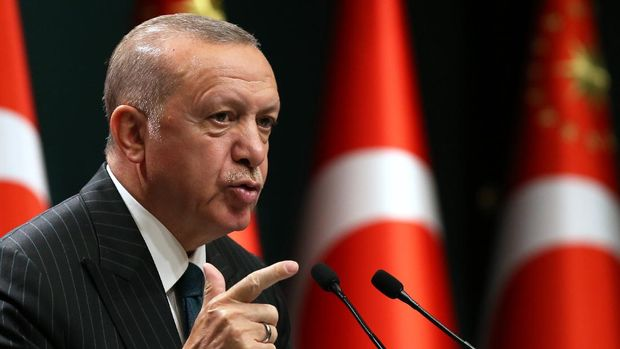 Turkish President Recep Tayyip Erdogan holds a press conference following the weekly cabinet meeting at the Presidential Complex in Ankara on August 24, 2020. (Photo by Adem ALTAN / AFP)