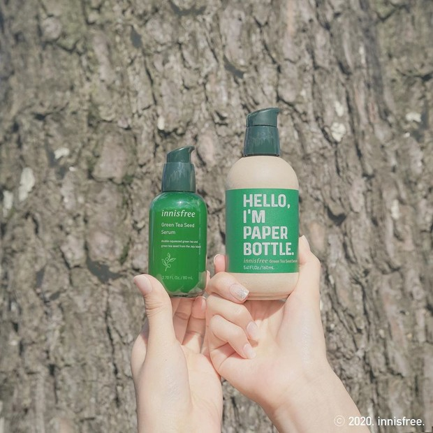 Brand skincare Korea Selatan, Innisfree, meluncurkan produk Green Tea Seed Serum dengan kemasan produk memakai bahan yang lebih aman bagi lingkungan hidup.
