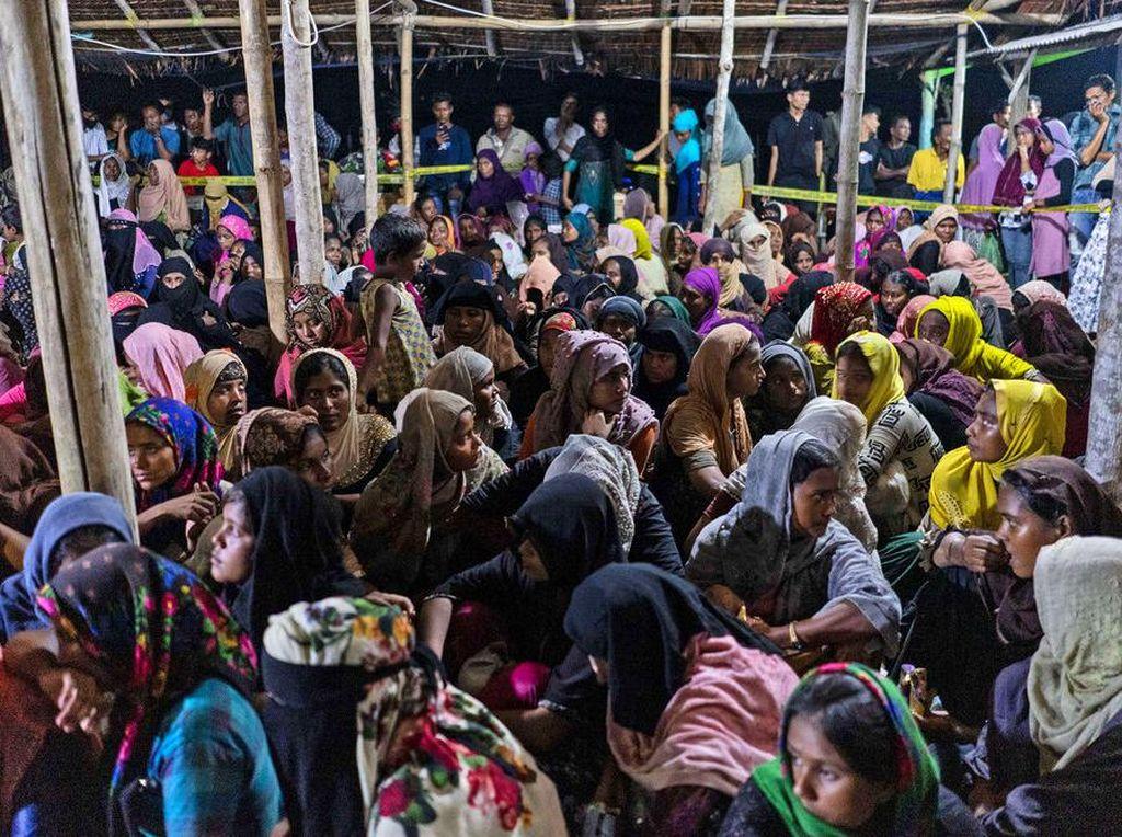 Foto 297 Imigran Rohingya Terdampar di Lhokseumawe