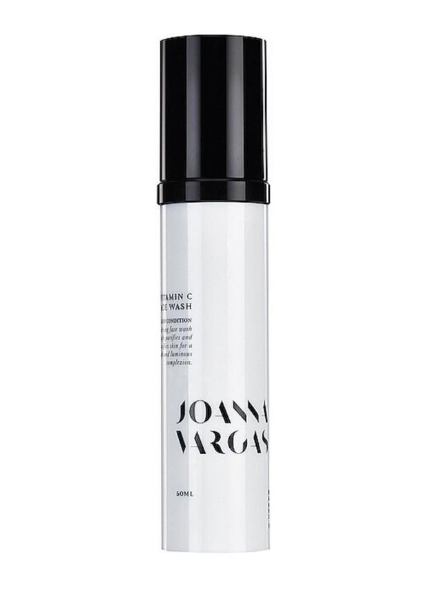 Produk face wash Joanna yang membantu meratakan warna kulit