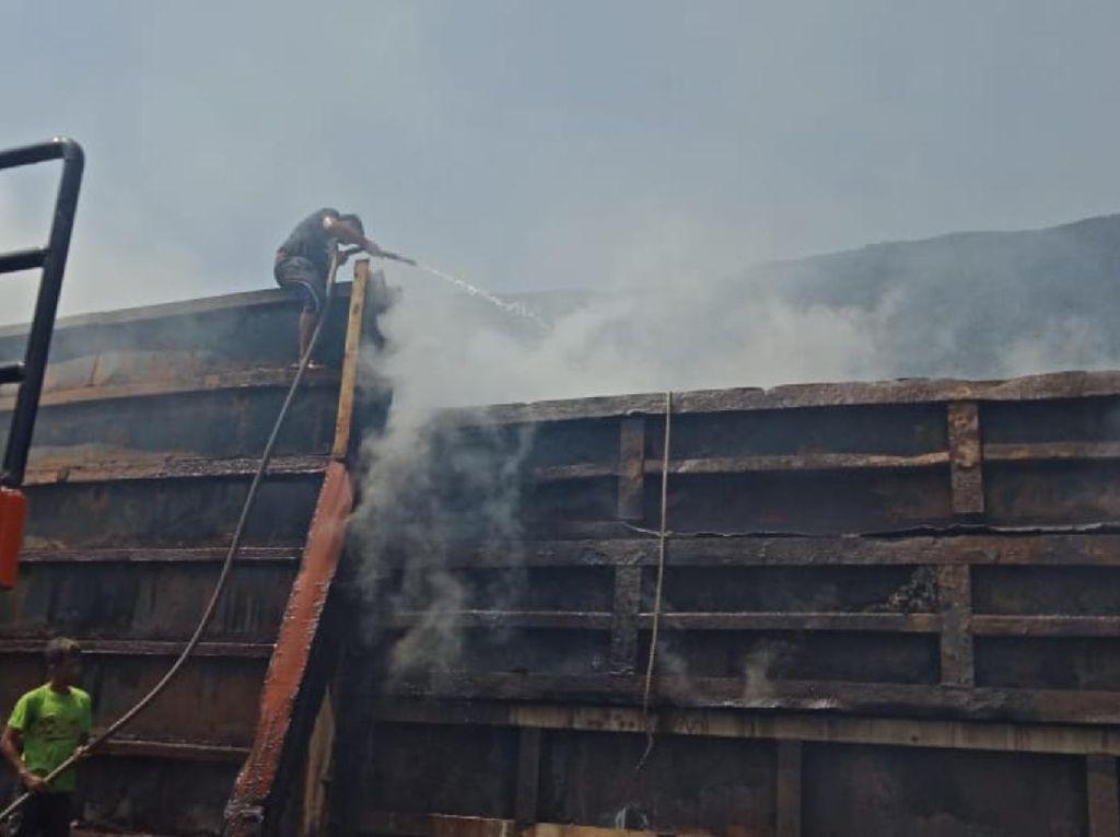 Kapal Tongkang Muatan Batu Bara Sempat Berasap, Polisi: Karena Gesekan