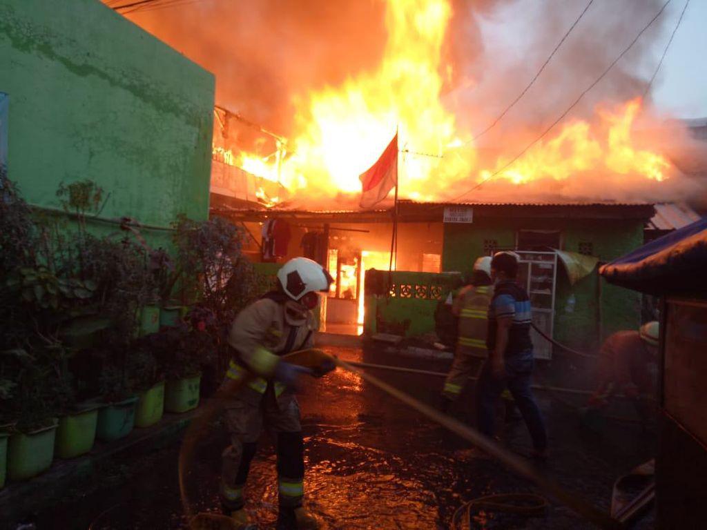 Permukiman Padat Penduduk di Jatinegara Barat Terbakar