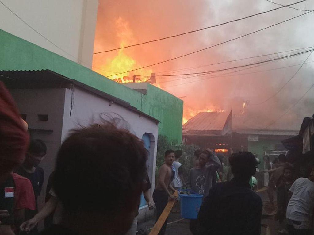 Imbas Kebakaran di Bali Mester Jatinegara, 60 Orang Mengungsi