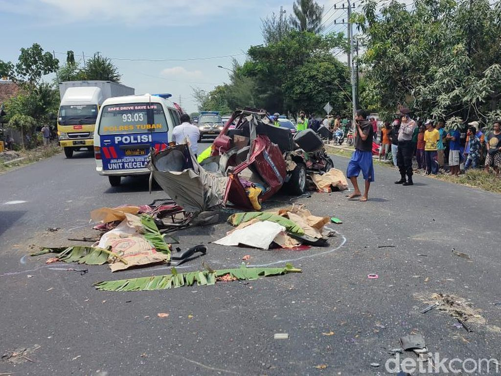 Berikut Identitas 6 Korban Tewas MPV Tabrak Truk di Tuban