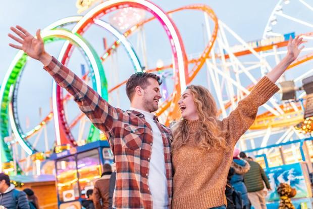 Dengan pergi ke taman hiburan, kamu dan pasangan bisa bebaskan jiwa kalian di sini dengan seru-seruan.