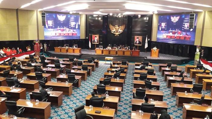 Kursi di rapat paripurna DPRD banyak yang kosong karena 4 fraksi walkout