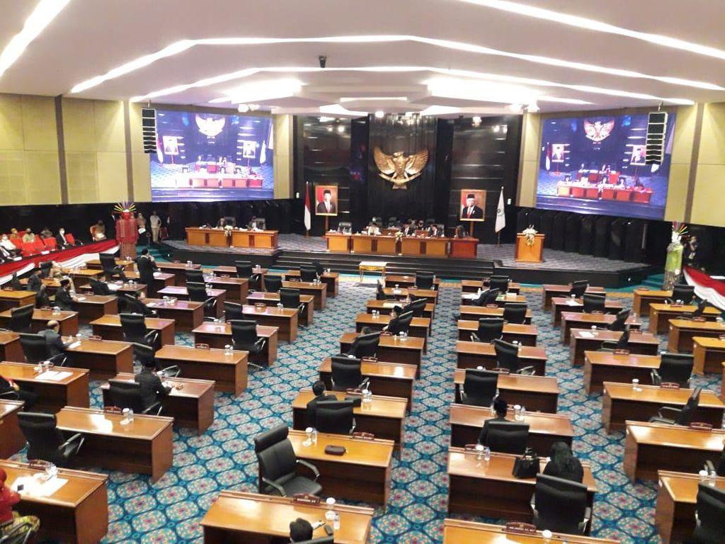 Tolak Laporan Anggaran Pemprov DKI, 4 Fraksi Walkout dari Paripurna DPRD