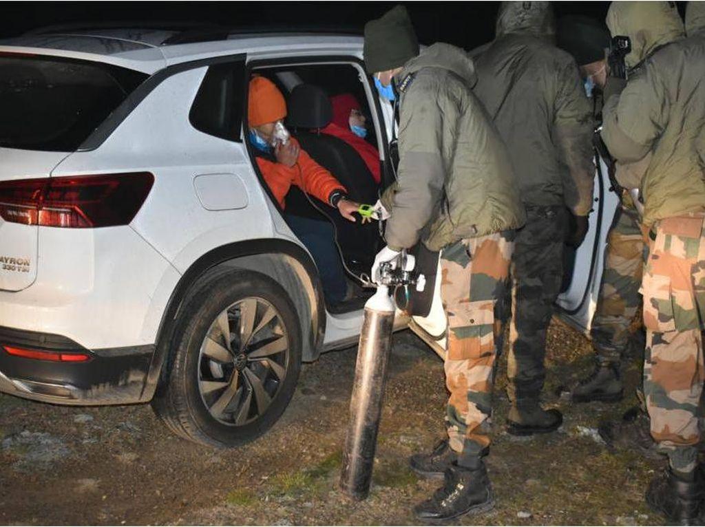 Cerita Tentara India Bantu Warga China yang Mobilnya Mogok di Gunung
