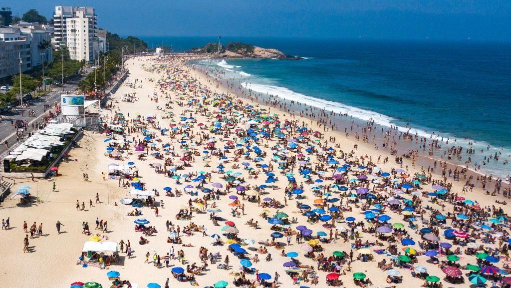 Duh, Wisatawan Brasil Membludak di Pantai Kala Pandemi