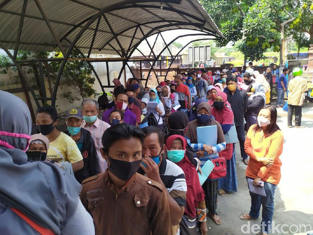 Miris, Ratusan Pemohon Banpres Usaha Mikro di Mojokerto Abaikan Jaga Jarak
