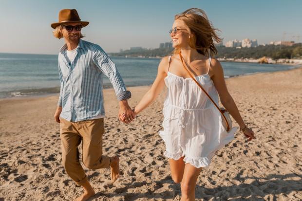 Di musim kemarau seperti inilah waktu yang pas untuk mengajak pasangan kencan yang menyenangkan di pantai atau danau.
