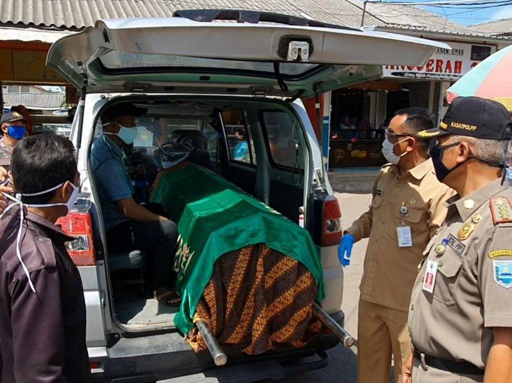 Warga Tak Bermasker di Probolinggo Dihukum Masuk Ambulans Jenazah COVID-19