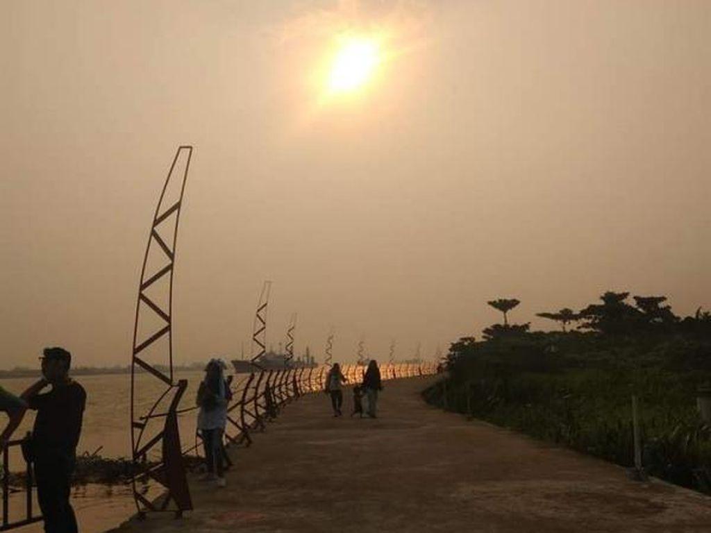 Senja di Tepi Sungai Kapuas