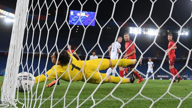 BASEL, SWITZERLAND - SEPTEMBER 06: Ilkay Guendogan (not in the picture) scores his team's first goal against goalkeeper Yann Sommer of Switzerland during the UEFA Nations League group stage match between Switzerland and Germany at St. Jakob-Park on September 06, 2020 in Basel, Switzerland. (Photo by Matthias Hangst/Getty Images)