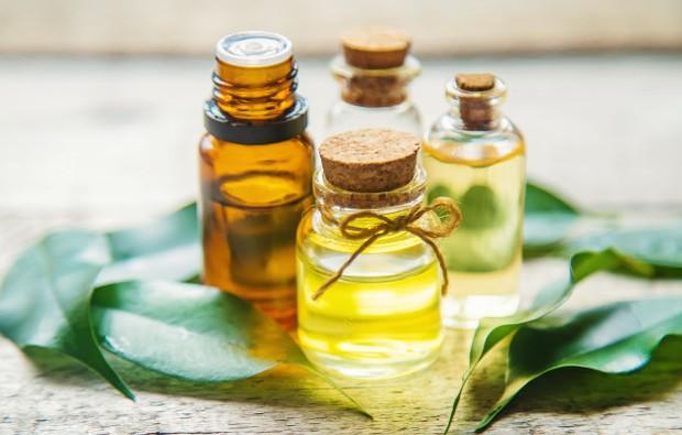Tea Tree oil dapat mengatasi masalah rambut.