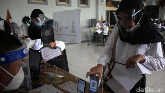 Sejumlah CPNS mengikuti seleksi kompetensi bidang di Gedung JEC, Yogyakarta, Senin (7/9/2020). Tes tersebut dilakukan dengan protokol kesehatan ketat.