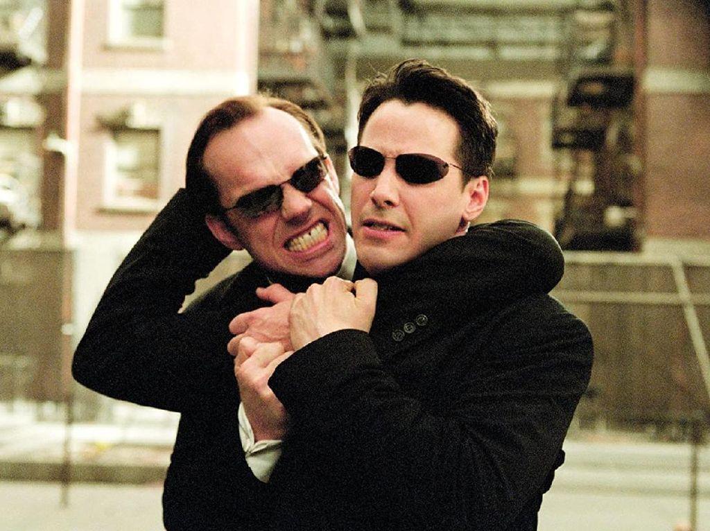 Ini Alasan Kenapa Semuanya Memakai Kacamata Hitam di The Matrix