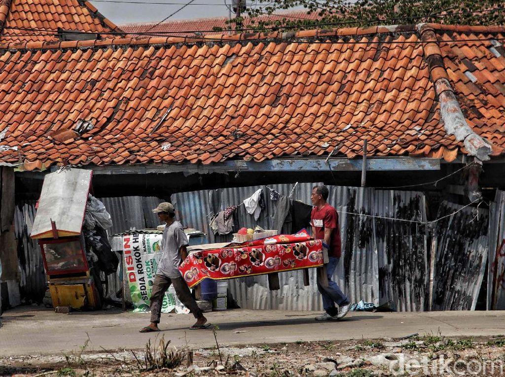 Warga Kampung Akuarium Mulai Bongkar Rumah