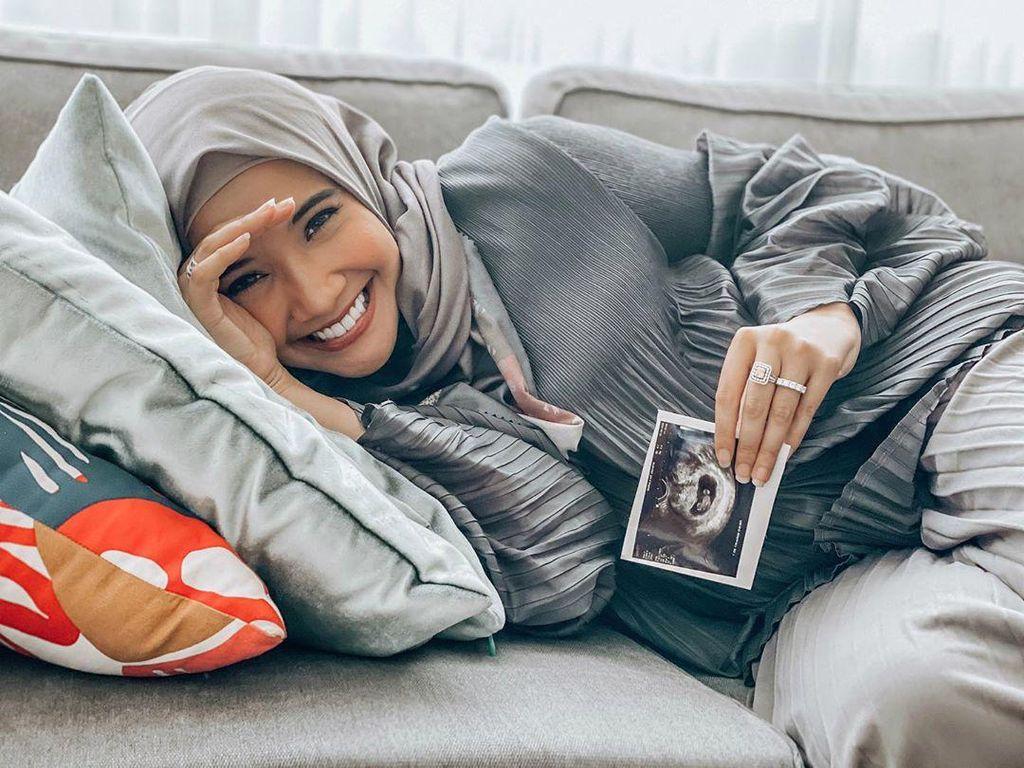Zaskia Sungkar Coba Banyak Cara untuk Hamil, Bayi Tabung hingga Geser Rahim