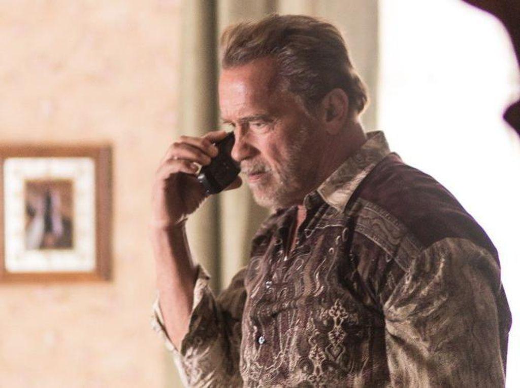 Ketika Arnold Schwarzenegger Bosan Pamer Otot di Depan Kamera