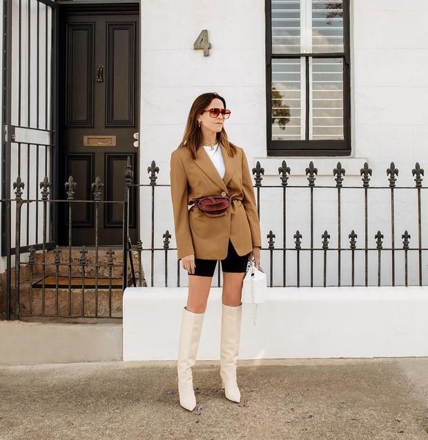 Amanda memiliki dua halaman pribadi yang didedikasikan untuk perjalanan internasional seni visual dan fashion