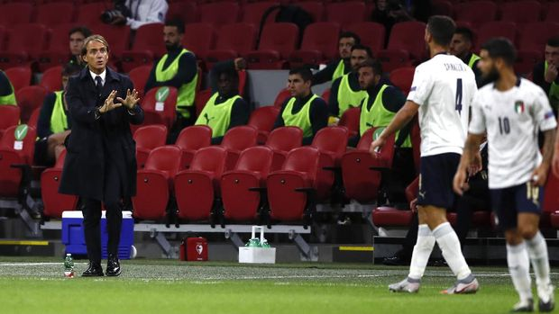 Italy's coach Roberto Mancini gives directions to his players during the UEFA Nations League soccer match between The Netherlands and Italy at the Johan Cruijff ArenA in Amsterdam, Netherlands, Monday, Sept. 7, 2020. (AP Photo/Peter Dejong)