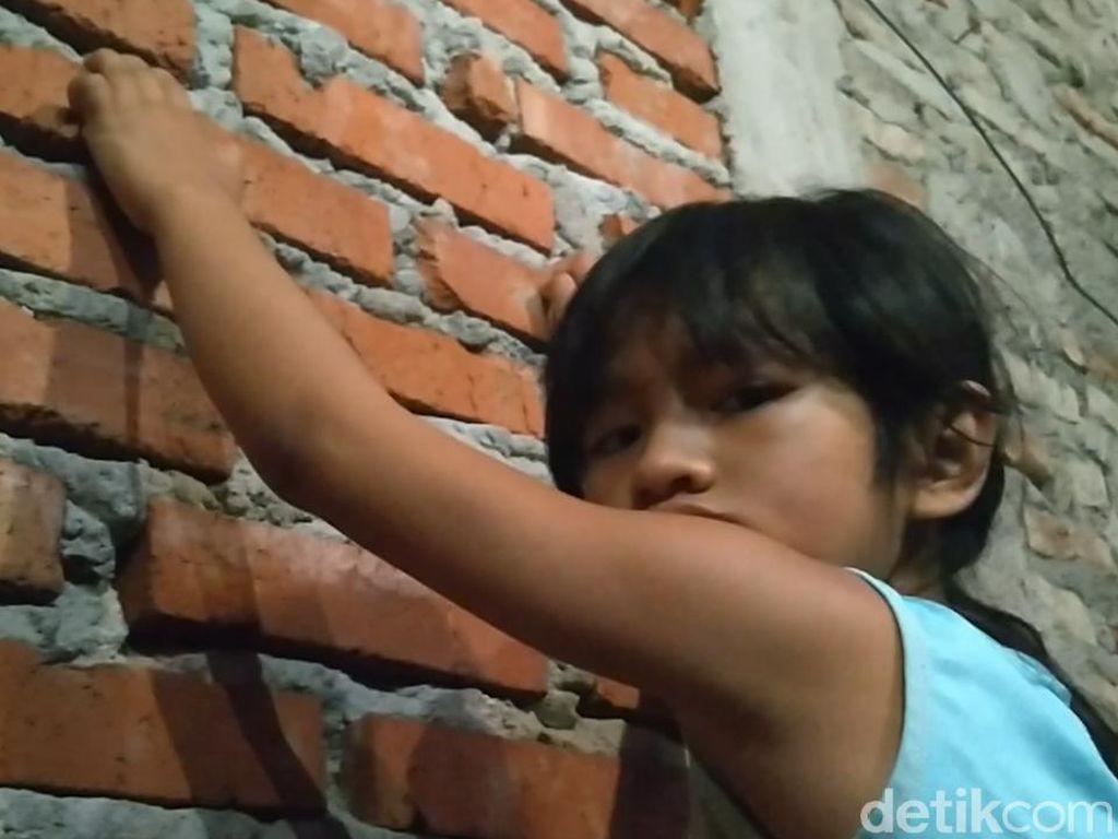 Bocah di Pekalongan Ini Lihai Panjat Dinding Bak Spiderman