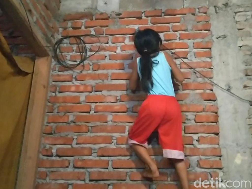 Video Bocah Perempuan Bak Spiderman, Lihai Panjat Dinding
