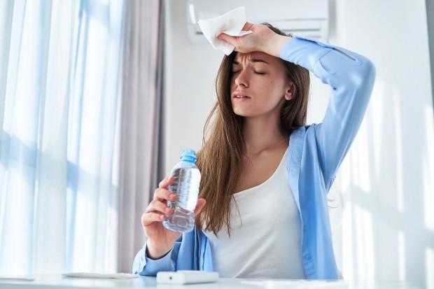 Terlalu lama di ruangan AC dapat menyebabkan dehidrasi