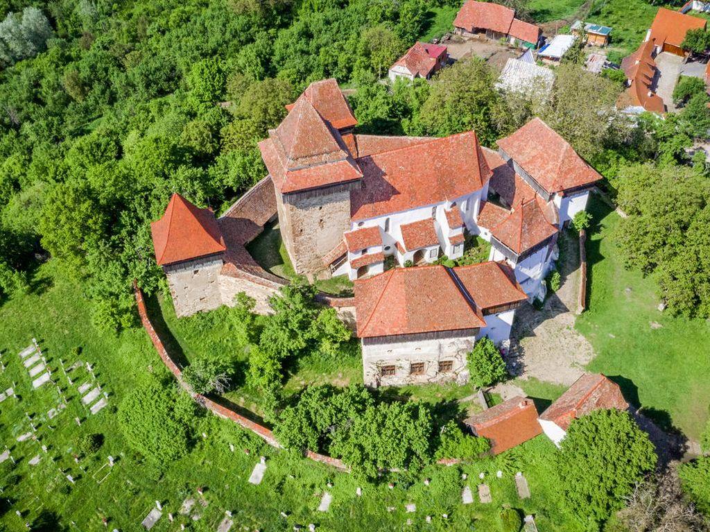 Kebanyakan Turis karena Pangeran Charles, Desa Ini Bete