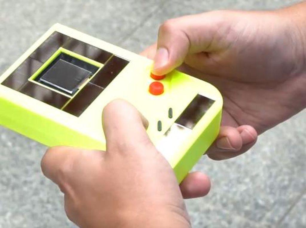 Penampakan Game Boy Engage Tanpa Baterai