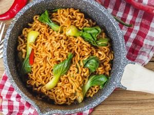 3 Cara Makan Indomie yang Sehat, Cocok Buat yang Lagi Diet