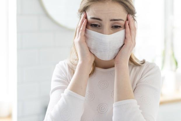 gejala umum COVID-19 ditandai dengan sesak napas dan hypoxia.