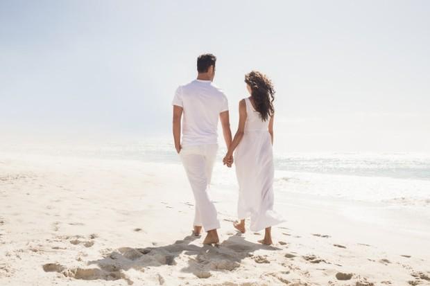 bikin kejutan dengan merencanakan liburan bersama pasangan menjadi momen yang sangat ditunggu-tunggu untuk kalian berdua.