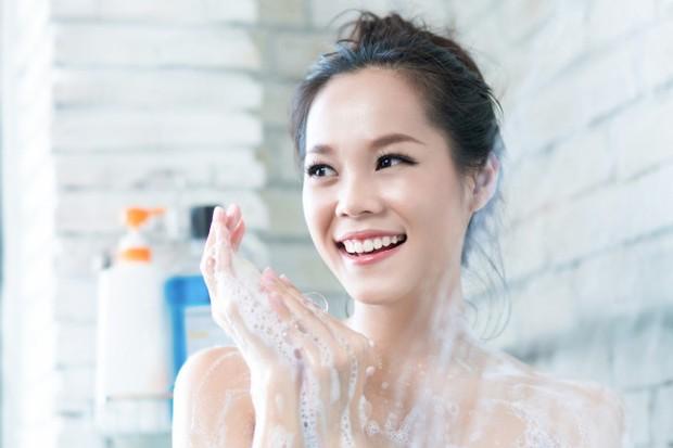 mandi secara teratur dapat menjaga tubuh tetap harum sepanjang hari