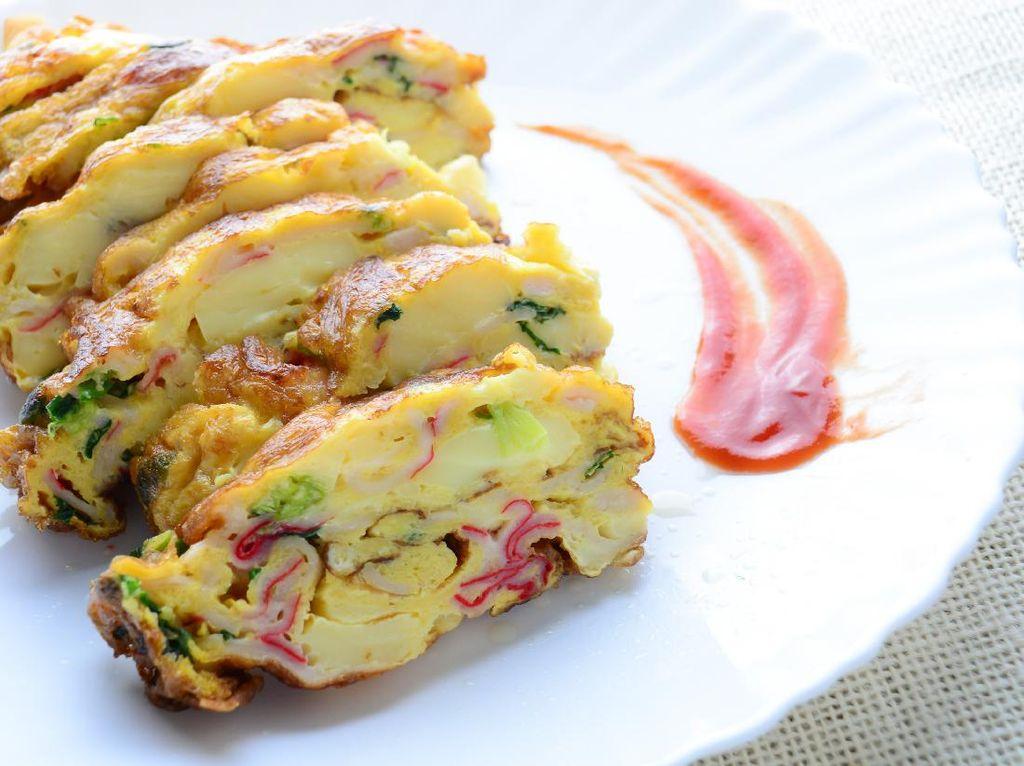Omelet Tahu Gulung Isi Crab Stick yang Gurih Buat Sarapan