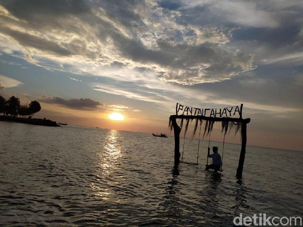 Foto: Menghabiskan Senja di Pantai Cahaya