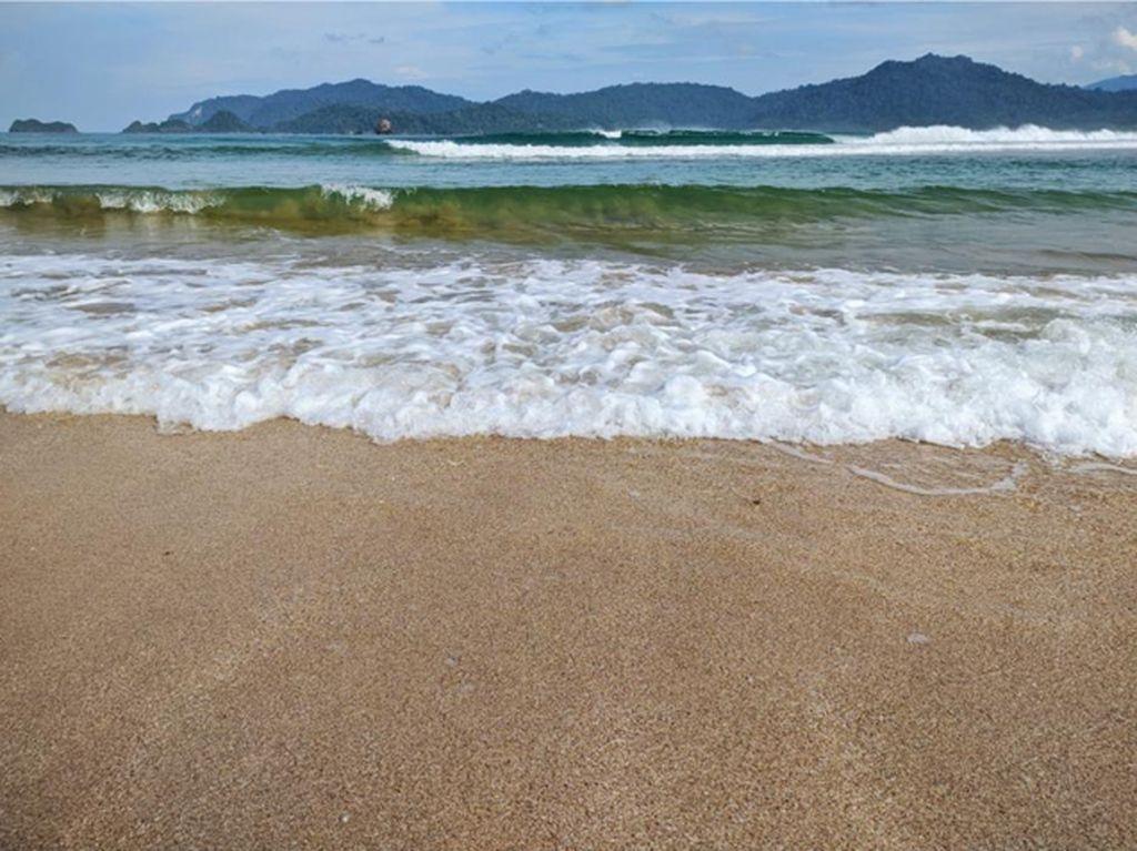 Surganya Watersport, Taklukan Ombak 3 Pantai di Banyuwangi Ini!