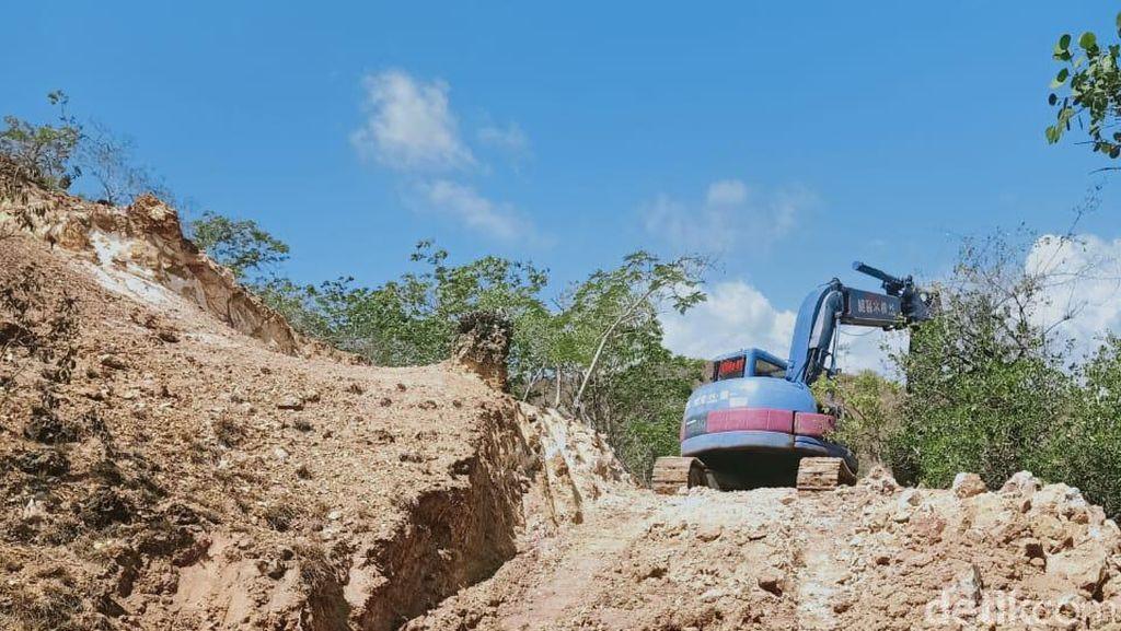 Penampakan Alat Berat Mulai Membangun Jurassic Park di Pulau Rinca