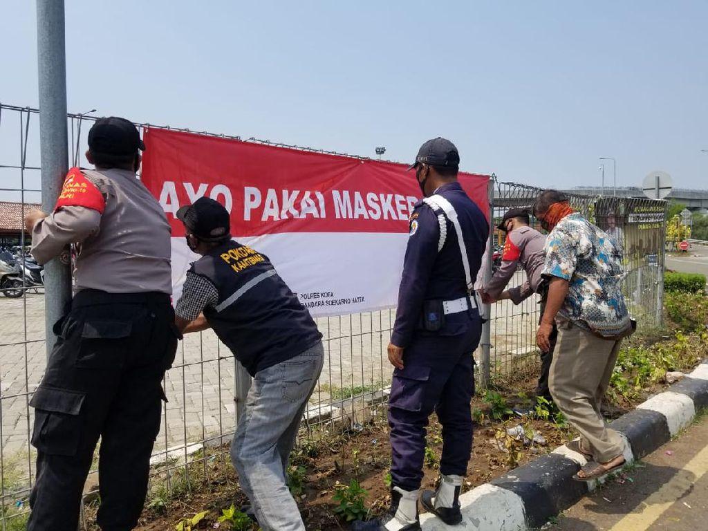 Cegah Corona, Polisi Pasang Ratusan Spanduk Ayo Pakai Masker